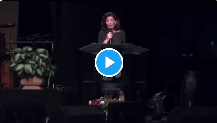 """Insane — NY Governor Hochul proclaims, """"The vaccine comes from God"""" and asks those present in the megachurch congregation, """"I need you to be my apostles."""""""